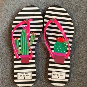 Kate spade black/white & cactus flip flops